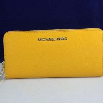 Michael Kors Jet Set Travel Saffiano Continental Wallet
