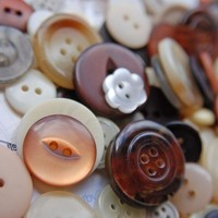 100g Of Pure Indulgent Chocolatey Coloured Mixed Buttons. | Luulla