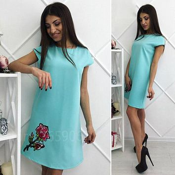 Floral Embroidery Appliques Fashion Summer Dress 2018 Women Short Sleeve O-neck Casual Straight Dress Simple Style Mini Dresses