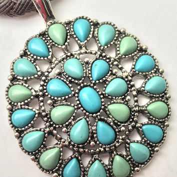 Vtg Chaps Turquoise Blue Round Pendant Necklace / Southwestern Blue Green Necklace / Cabochon Gems in Silver Tone Setting Costume Jewelry