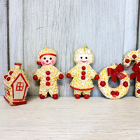 kitschy Christmas popcorn ornaments // candy cane wreath gingerbread house santa