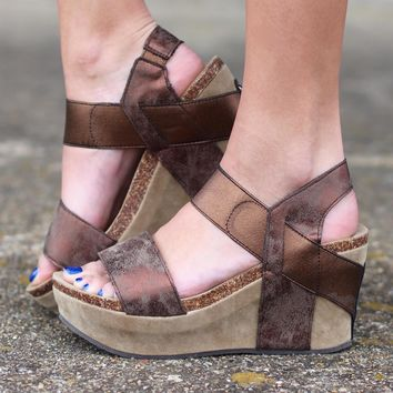 Hester Metallic Wedge Sandal {Brown}