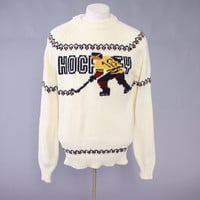 Vintage HOCKEY SWEATER / Men's 1960s - 70s Novelty Hockey Player Pullover L