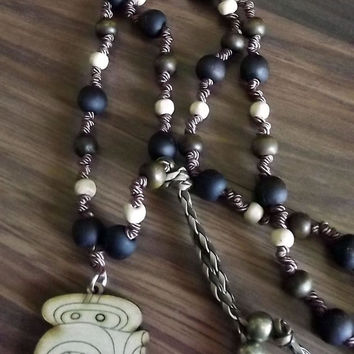 Vinal Yaxkin Maya. Maya lunar calendar. Along with sandalwood, wood and silk thread necklace. Charm wood pyrography Yaxkin.