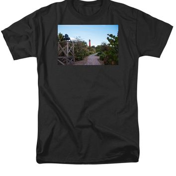 Path To Jupiter Lighthouse - Men's T-Shirt  (Regular Fit)