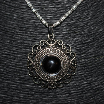 Silver/ Black Stone Detailed Circle Pendant Necklace