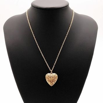 Women Love Heart Pendant Statement Necklaces Hollow Out Elegant Chain Jewelry Accessories Girls Gold Silver Long Storable Collar