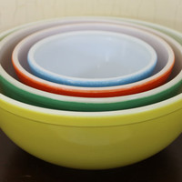 Set of 4 Vintage Pyrex Bowls with Solid Colors (E464)