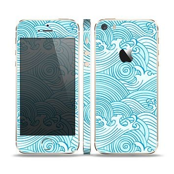 The Abstract Blue & White Waves Skin Set for the Apple iPhone 5s