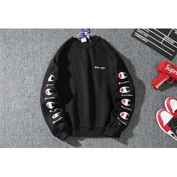 Champion 2018 autumn and winter new arm large print logo plus velvet round neck sweater Black