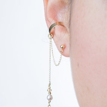 GOLD EAR CUFF with link chain, Gold filled leaf pendant and Swarovski pearl dangling earring, dangling cuff earring with leaf charm and stud