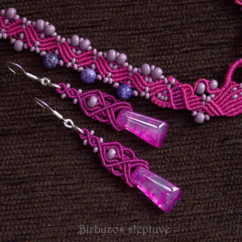 Small Light Purple Macrame Earrings with Agate