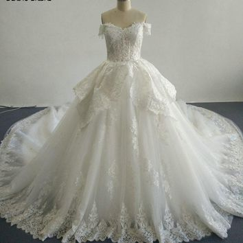2017 Ball-Gown Beaded Lace Wedding Dresses with Sweetheart Neckline Sleeveless Chapel Train Floor Length Colorful Bridal Gowns