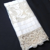 Vintage 1940s Linen Monogrammed & Lace Trimmed Towel with Family Crest - Fabulous!