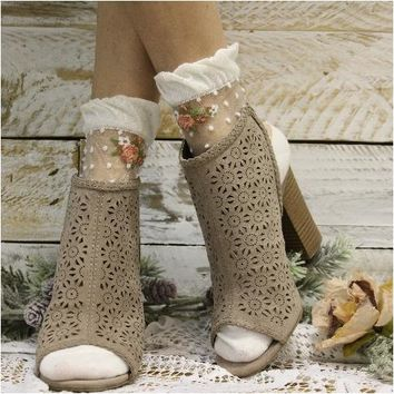 DOTS sheer socks- cream