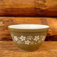 Vintage Pyrex Crazy Daisy Mixing Bowl One and a Half Pint 401, small avocado green mixing bowl