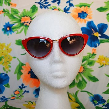 The Kylie | Vintage Shiny Red Cateye Pointy Sunglasses 80s 90s Retro Glasses