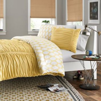 Reagan Reversible Comforter Set in Pale Banana