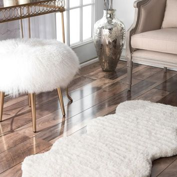 nuLOOM Hand Tufted One And A Half Piece Faux Sheepskin Area Rug