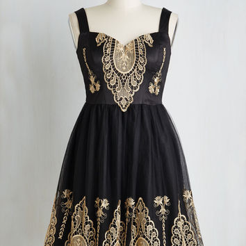 The new dress embroidery lace sleeveless dress