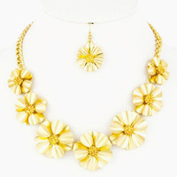 Lady Bella Black Blooming Flower Necklace Gold