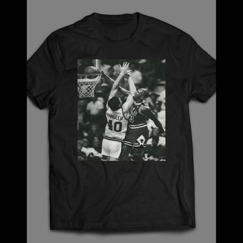 CLASSIC BASKETBALL RIVALRY MICHAEL JORDAN DUNKING ON LAIMBEER T-SHIRT