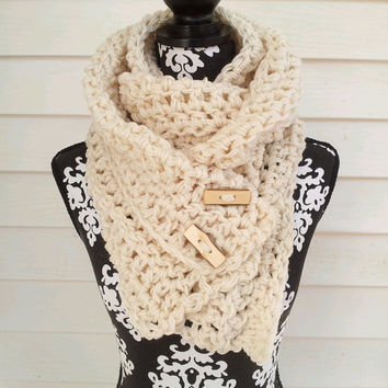 Button Chunky Scarf,  Bohemian, Toggle Buttons, Cream, Chunky Scarf, Fall Fashion, Environmentally Friendly,  Cozy, Neckwarmer, Chunky Cowl,