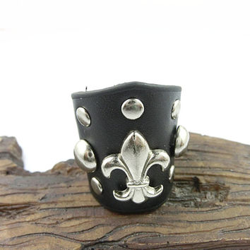 Beautiful Handmade Ajustable  Rivets  Black  Leather Ring R6