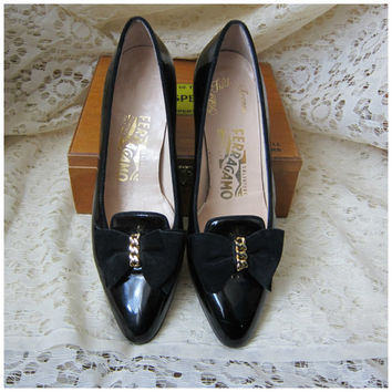 80s Salvatore Ferragamo for Saks Fifth Avenue Kitten Heel Shoes in Black Patent Leather with Velvet Bows & Gold Chain -- Size 7 AA