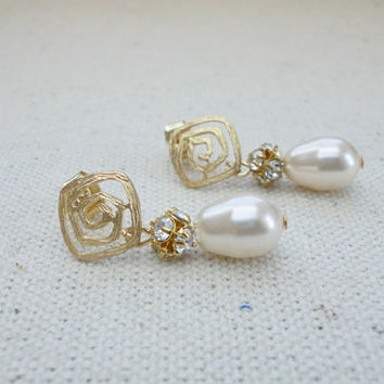 Teardrop pearl and rhinestone earrings, Pearl studs earrings, Wedding jewelry, Bridesmaid earrings, Simple everyday earrings