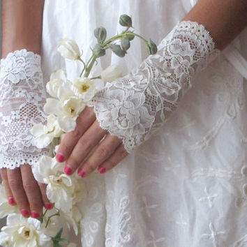 Wedding Lace Gloves WHITE fingerless gloves wedding by deLoop