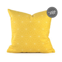 Yellow Throw Pillow, Yellow Pillow Cover, Sofa Pillow Cover, Modern Throw Pillow, Yellow Accent Pillow. Geometric Pattern of Isometric Cubes