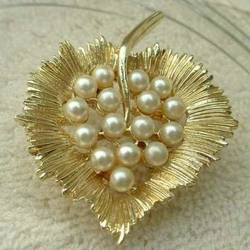 Pearl Studded Leaf Brooch Unsigned but Designer Quality Vintage Jewelry