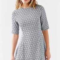 Glamorous 3/4 Sleeve Woven Swing Dress- Black & White