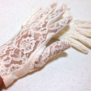 White Lace Gloves with Soild Bottoms Wrist Length