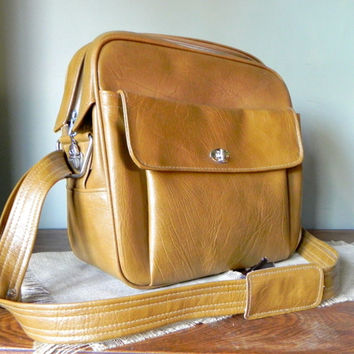 Vintage retro samsonite carry on vegan shoulder bag - camel color - luggage - tote with key