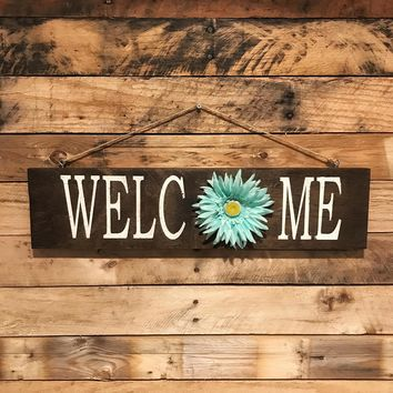 """Reclaimed Wood """"Welcome"""" Sign with Blue Daisy"""