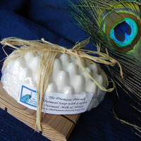 Natural Oatmeal Massage Bar Soap with Exfoliating Loofah