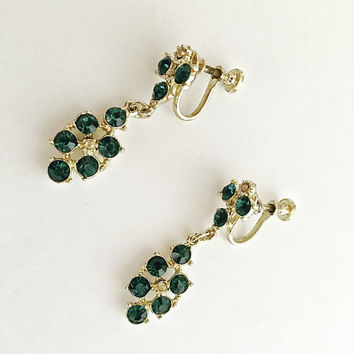 Lovely Vintage Emerald Green Rhinestone Chandelier Screw Back Earrings in Silver Toned Setting, Elegant Dangle Drop Earrings
