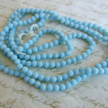 Vintage beads (250) Japanese strand glass Robin's egg  light blue opaque glass beads rounds 4mm ((250)