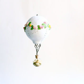 Hot Air Balloon White, Paper Clay, Hanging Sculpture, Flower garland