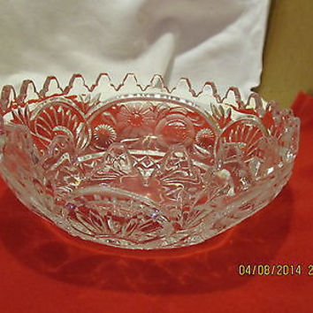 VINTAGE LEAD CRYSTAL BOWL WITH FLUTED EDGES AND FLORAL DESIGN 24 POINTS ON TOP
