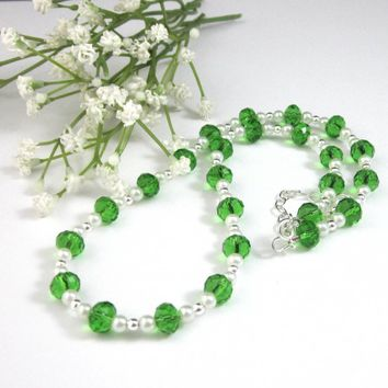 Dressy Emerald Green Crystal White Pearl Short Beaded Necklace
