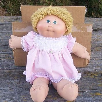 Vintage Cabbage Patch Doll Girl Green Eyes Short Blonde Curly Hair 1985