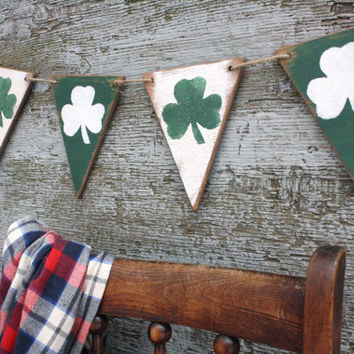 FREE SHIP Wood St Patrick's Day Banner Pennant Garland Wood Tags Signs Green Shamrock Clover