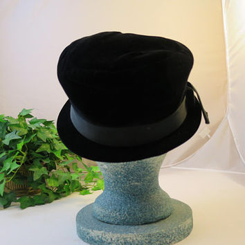 Black Velvet Hat Vintage  1950s  USA Size Medium Styled by Juli-Kay Chicago Mid Century Velvet Cloche Hat