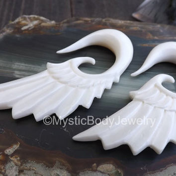 0g Ear Hangers Plugs White Hangers Hanging Wings Gauge 8mm Organic Body Jewelry Stretcher Earring Piercing Gauged Plug Carved Buffalo Bones