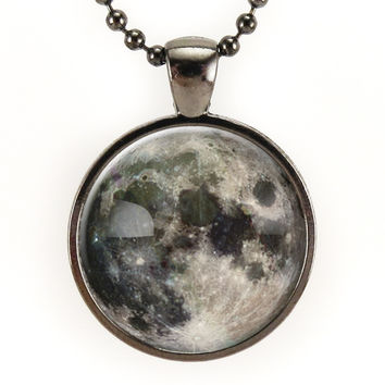 Full Moon Necklace In Gunmetal Black