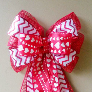 Mesh Chevron Valentine Bow, Valentines Day Bow, Valentines Wreath Bow,  Heart Bow,  Door Mailbox Tree Topper Decoration