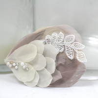 Mini Bridal Feather Fascinator - Blush Feather Hair Clip - Feathers Pearls Lace - Wedding Hair Piece - Vintage Inspired
